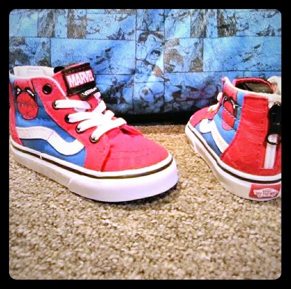 36d7260efeaa Boy Spider-Man high top sneakers. M 5c4eb342baebf65061701d37